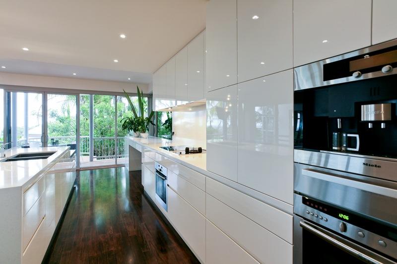 Modern White Kitchen Inbuilt Appliances