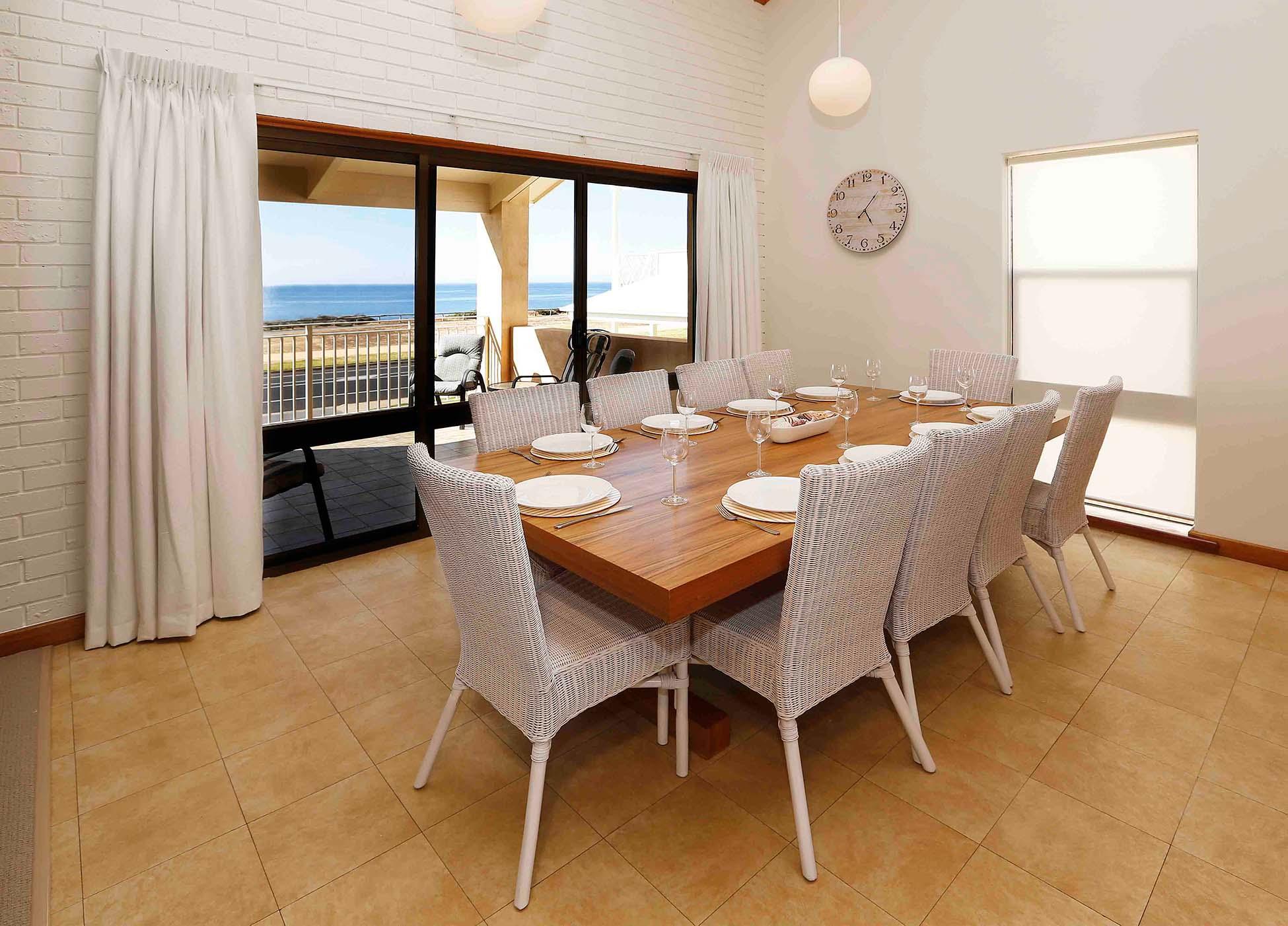 Villa Naskwauk Dining Area