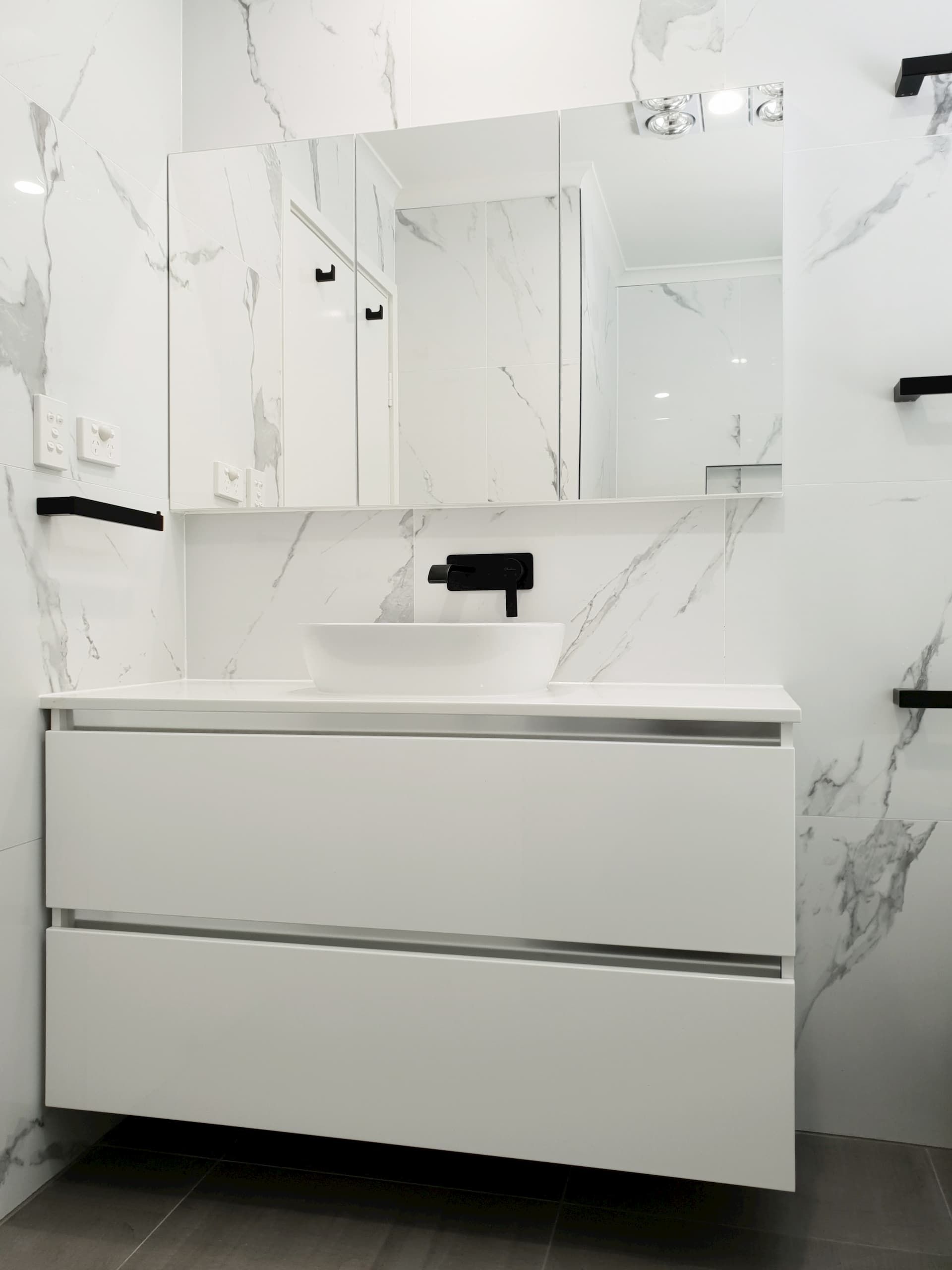 Ashgrove Main Bathroom