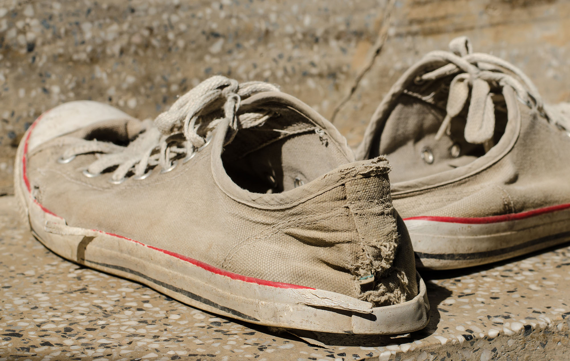 Can Worn Out Shoes Cause Back & Knee Pain?
